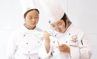 美味学院西点蛋糕裱花班学员练习基本功